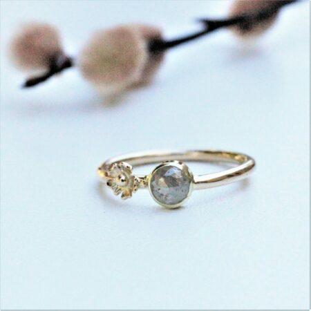 håndlavet ring i 14 kt. guld med en blomst rose cut diamant