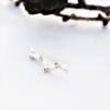 earclmber ørebøjle i sølv med guldkugler som ligner gren fra lærketræ